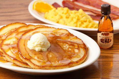 1Mommas_Pancake_Breakfast_234_2539_low
